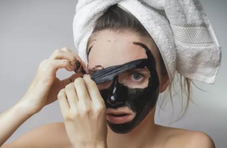 כתבה באתר וואלה – מאחורי המסכה: מסכות היופי שכדאי להיזהר מהן