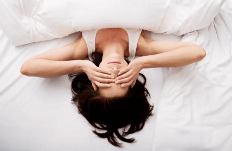 כתבה בוואלה – לא ישנים מספיק? זה משפיע על העור שלכם. כך תתקנו את זה